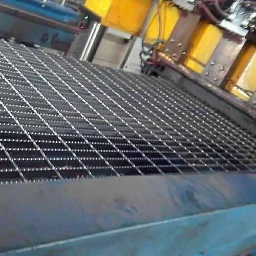 压焊钢格板1